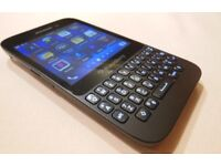 BLACKBERRY Q5 - UNLOCKED - AS NEW - WORKS WITH ANDROID APPS - 5MP - SD SLOT