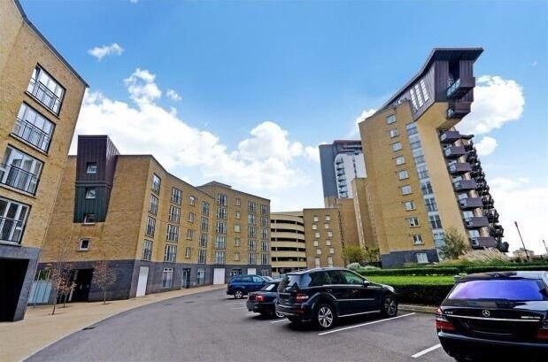 AVAILABLE 2ND SEPTEMBER SUPERB CANARY WHARF LOCATION GATED 3 BED 2 BATH RIVERSIDE E14 CALL TODAY