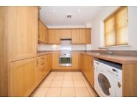 2 bedroom flat in Robson Avenue, Willesden Green, London, NW10