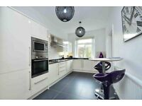 4 bedroom flat in Belsize Square, Hampstead, NW3