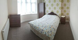 LOW DEPOSIT, LOW FEES & FLEXIBLE TERMS! ONE DOUBLE ROOM AVAILABLE IN WOLVERHAMPTON!