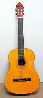 Valencia Classic Guitar Very Good Condition Model No: C 14