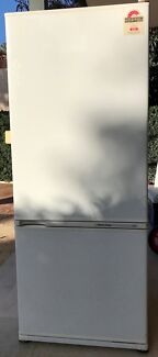 No frost 442L Fisher & Paykel bottom mount Fridge/freezer