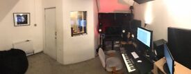 MUSIC STUDIO / RECORDING STUDIO WITH PROFESSIONAL BOOTH AVAILABLE TO RENT IN THE HEART OF SHOREDITCH