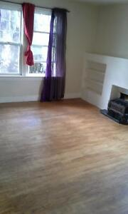 lrg. bedroom apart. in Heritage Building close to U of A