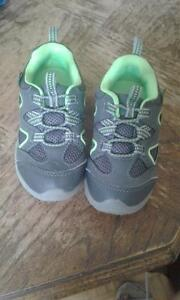 Boys runner shoes size 8