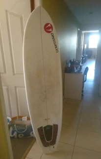 """Surfboard 6'6"""" three fin with OnE bag."""