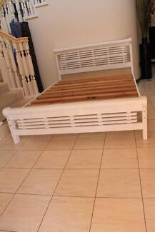 Double Size White Wood Bed, excelent condition, as NEW