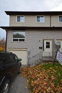 Townhome in Orillia -Close to Highway