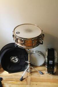 3 snare drums, snare stand, and snare bag. Take it all for 400$