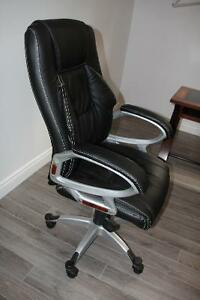 Black leather office chair Cambridge Kitchener Area image 3