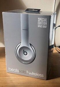 Brand New headset- Beats SOLO 2 WIRELESS- Still in the box London Ontario image 2