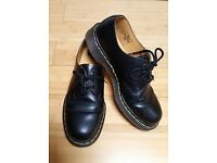 hardly worn Black Classic Dr Martens 1461 Shoes size 8 eu 42