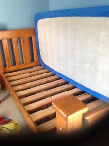 Single wood framed bed Noranda Bayswater Area Preview