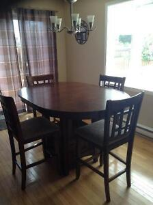 Solid wood dining set West Island Greater Montréal image 1