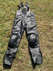 Motorcycle pants - leather armour