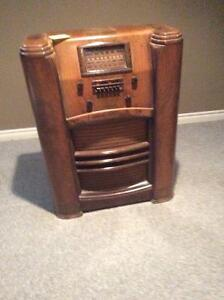 Antic radio (1930) Cambridge Kitchener Area image 1