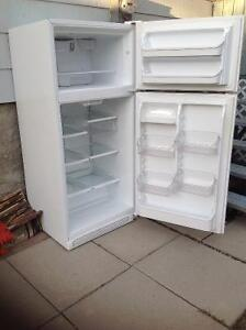 White Sears Kenmore Fridge FREE for parts Must Pick UP Airdrie