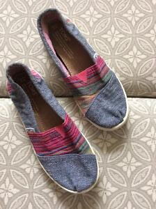 TOMS SHOES - YOUTH SIZE 3 Strathcona County Edmonton Area image 1