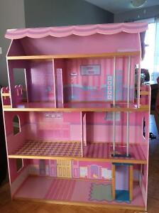 Grosse maison Barbie house