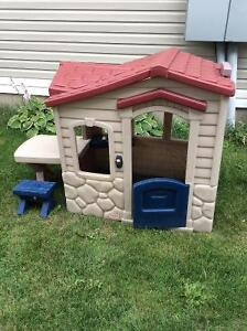 Step 2 playhouse with picnic table