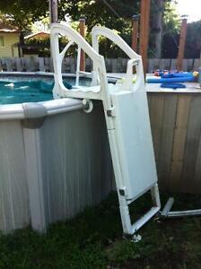 Échelle de piscine hors-terre (partie extérieur)