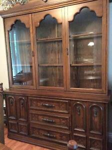 Dining table, hutch and 6 chairs
