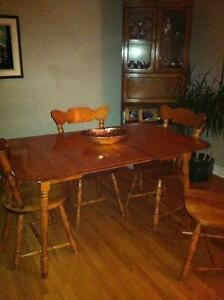 Dining table & chairs London Ontario image 2