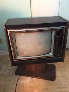 Télévision RCA 1981 avec manette FONCTIONNELLE