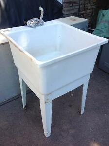Homedepot type laundry sink -  great condition