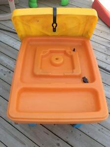 Water table with lid