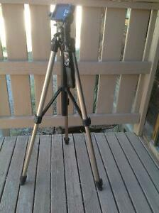 Sony VCT-870RM Full-Siize Tripod with Integrated Remote Handel