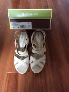 Brand new Naturalizer pale ivory leather sandal
