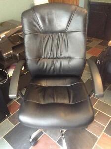 Chaise de bureau inclinable cuir noir