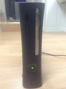 Xbox 360 Elite Console 120 Gb + 2 Controllers + Games
