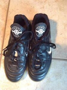 Indoor soccer shoes Size 2.5