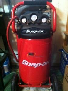 Compresseur Snap-On 20 gallons 2hp.
