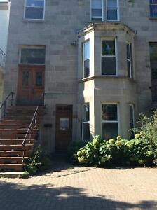 Westmount Large 2 or 3 bdr+backyard / Grand 2 ou 3 cac +cour