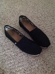 Mens Gently used Black Toms Edmonton Edmonton Area image 1