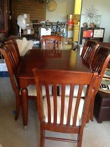 Good Used Hardwood Diningroom Table & Chairs