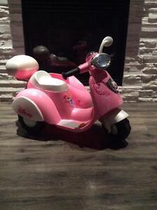 Scooter électrique Dysney Princess pour enfant comme neuf