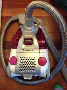 ELECTROLUX BAGLESS CANISTER VACUUM*reduced!*