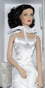 Devil-in-White-Joan-Crawford-doll-Tonner-Glamour-MIB-16-BW-Tyler-body