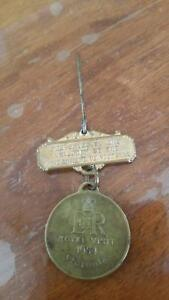 """RARE"" ANTIQUE 1954 ROYAL VISIT MEDALLION PIN.. FGC. Midway Point Sorell Area Preview"