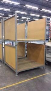 Rack  empillable  mesure 48 de large X 60 profond X 48 de haut Coté et plancher recouvert de bois Environ 20 disponible
