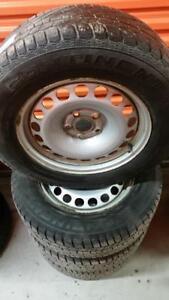 (94) Pneus Hiver - Winter Tires 215-65-16 Continental 7/32