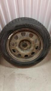 (HS2) 1 Pneu Hiver - 1 Winter Tire 215-60-17 Hankook 9-10/32
