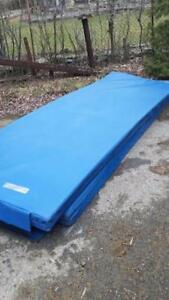 LIQUIDATION MATHELAS DE BASBALL STADE OLYMPIQUE CRASH PADS