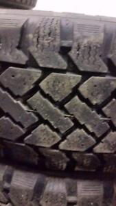4 pneus d'hiver 185/60/15 Snowtrakker Radial ST/2, 50% d'usure, 5-6-7-7/32 de mesure.