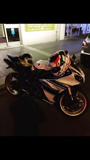 Yamaha r1 YZF 2014 low kms only 4500. $15/500